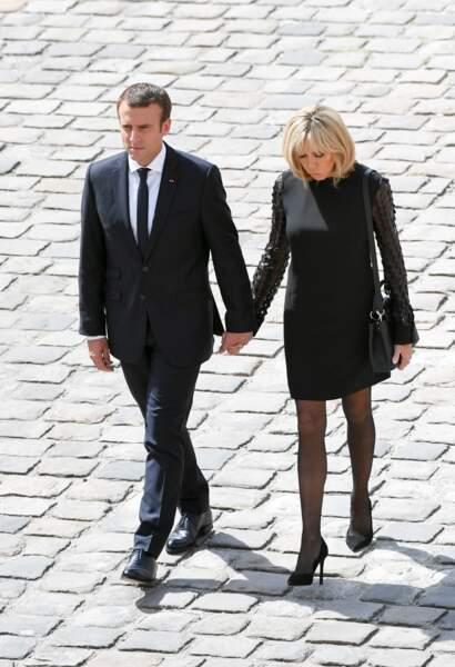 5 juillet 2017 : Brigitte Macron sobre en robe noire lors des obsèques de Simon Veil