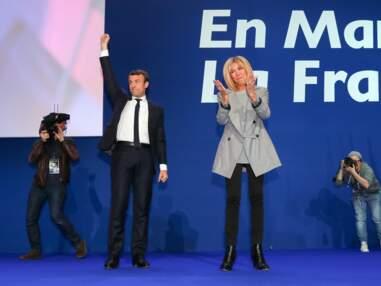 Brigitte Macron, sur scène au côté de son époux pour fêter les résultats du 1er tour