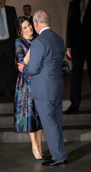 Le prince Charles et la reine Letizia d'Espagne se sont montrés très tactiles