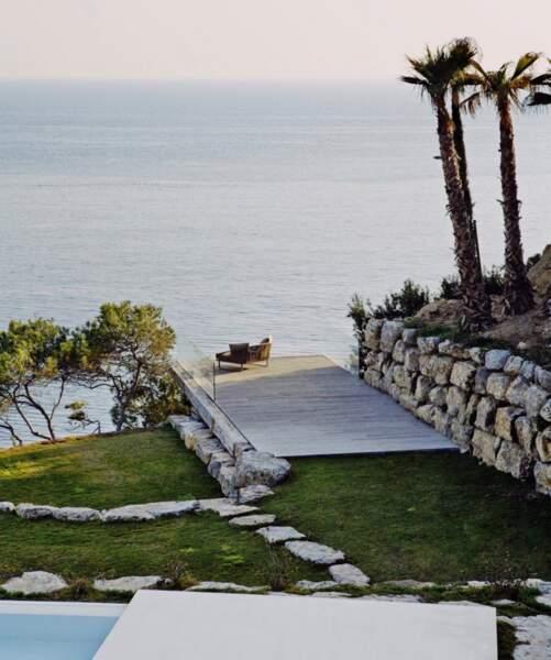 Outre la piscine, Meghan Markle et Harry ont un accès direct à une plage privée