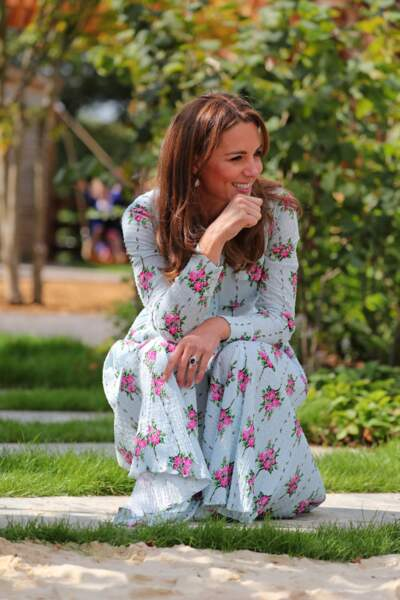 Kate Middleton dans un esprit très champêtre pour inaugurer ce jardin d'enfants