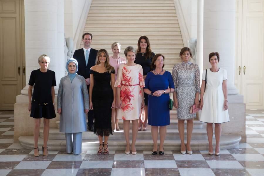 Photo officielle de l'OTAN des femmes de avec Brigitte Macron et Melania Trump