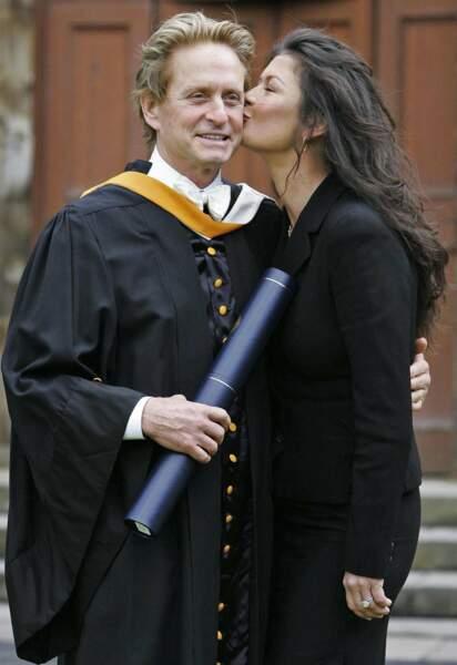 Michael Douglas reçoit un diplôme honorifique de l'université St Andrews, en Ecosse (2006)