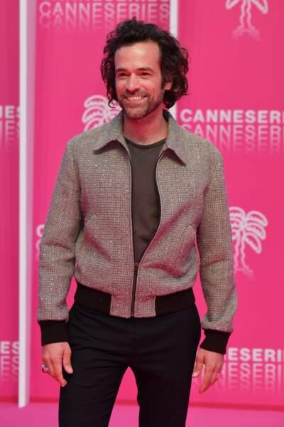 Romain Duris en blouson glitter Hedi Slimane pour Céline