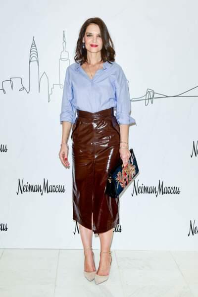 Katie Holmes stylée en jupe en cuir fendue sur le devant