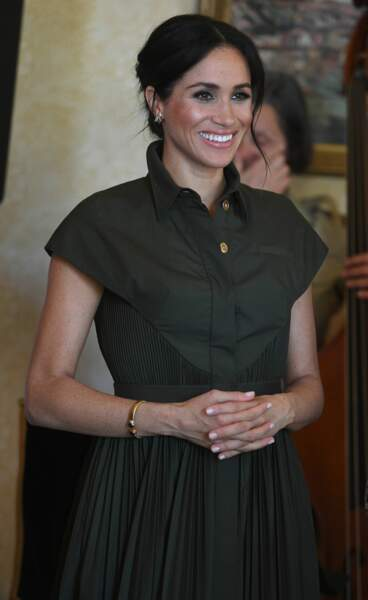 Meghan Markle enceinte plus belle que jamais dans cette robe kaki qui met en valeur son teint et ses cheveux