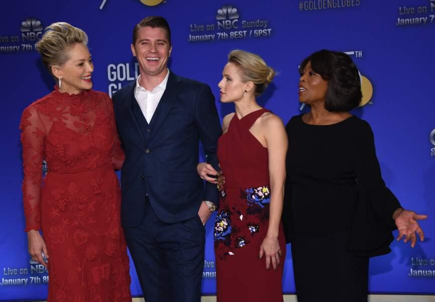Sharon Stone avec Garett Hedlund , Kristen Bell , Alfre Woodard lors desGolden Globe Awards à Beverly Hills