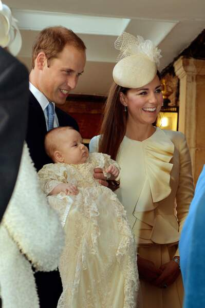 William, Kate et George le jour de son baptême en la chapelle royale du palais St James, le 23 octobre 2013