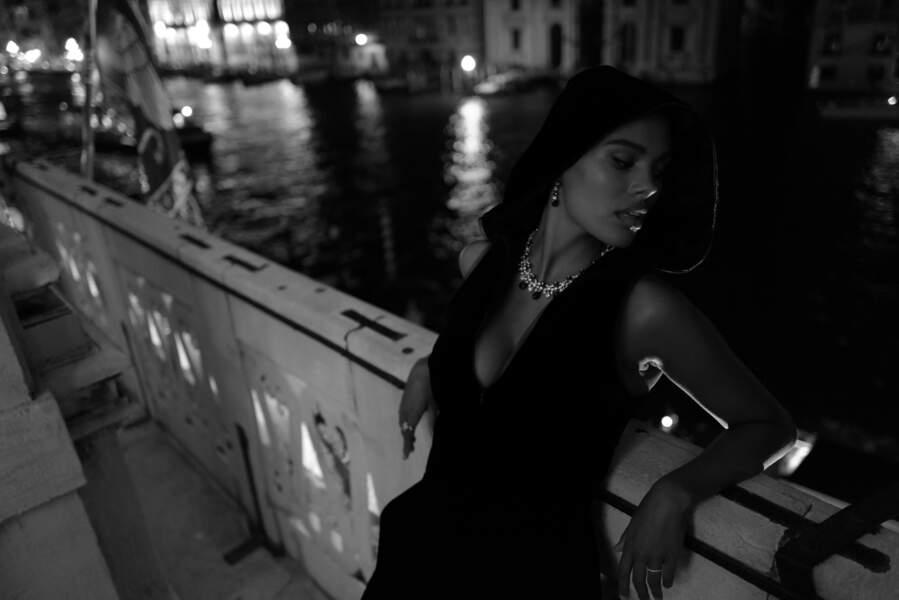Tina Kunakey prend la pose lors d'un dîner privé organisé par Armani durant la Mostra de Venise