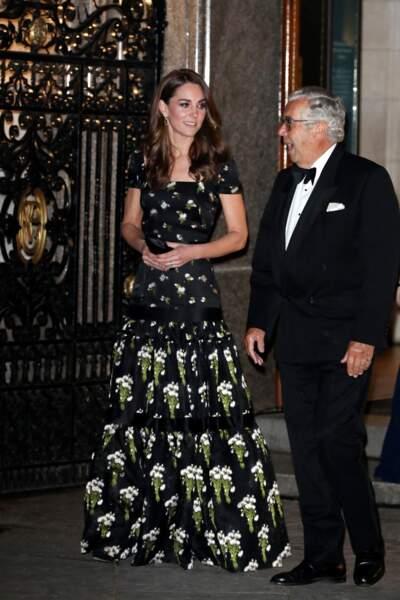 La duchesse de Cambridge portait pour l'occasion une robe à imprimé floral, signée Alexander McQueen
