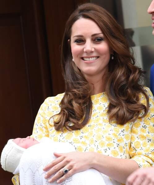 Pour la naissance de la princesse Charlotte, Kate avait choisi une robe jaune