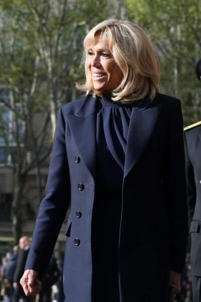 Pour cette messe, Brigitte Macron avait choisi une tenue très sobre et était toute de noir vêtue