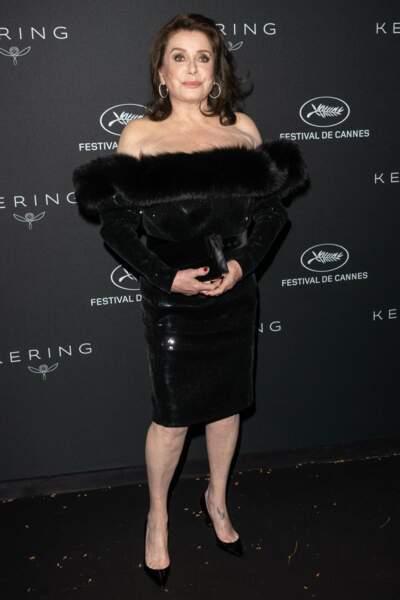 Catherine Deneuve, sublime en robe noire
