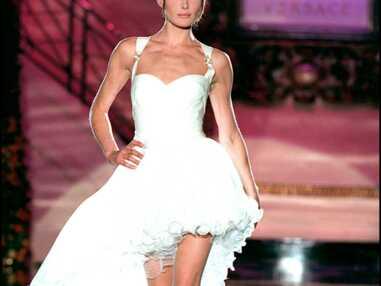 Carla Bruni-Sarkozy, Naomi Campbell, Cindy Crawford, stars aux défilés de Gianni Versace