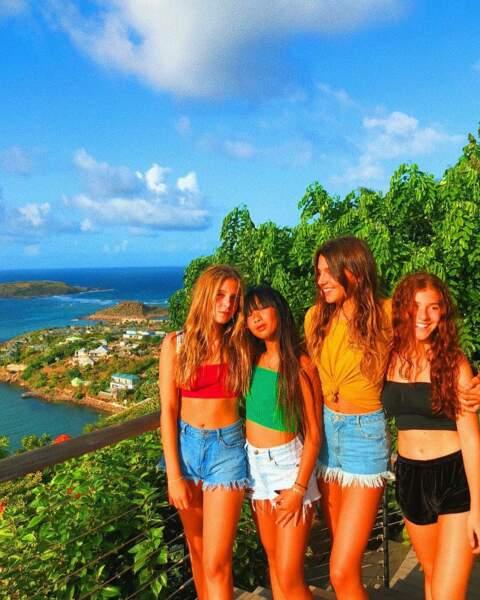 Jade Hallyday passe du bon temps avec ses copines à Saint-Barth pour son anniversaire.