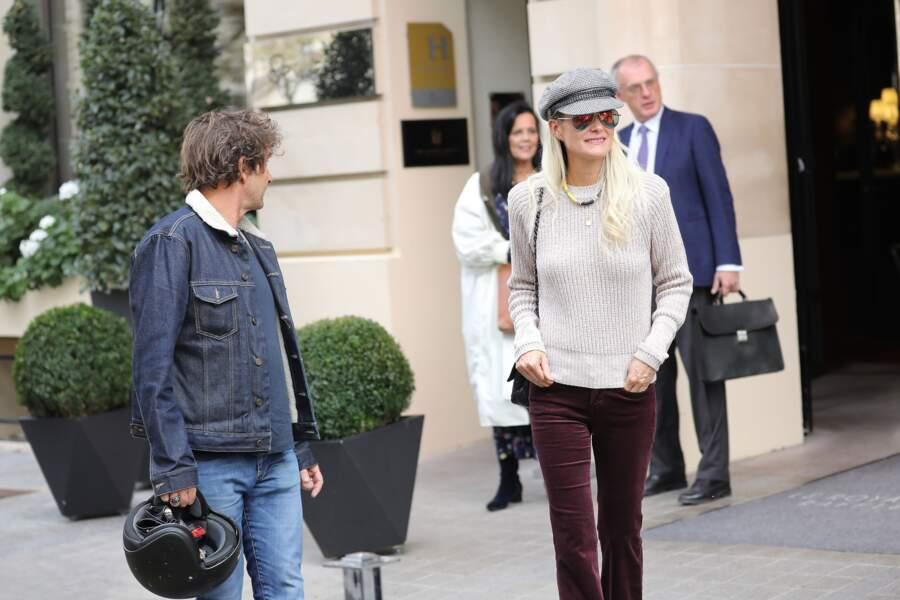 La veuve a aussi déjeuné au Royal Monceau aux côtés de son ami Pierre Rambaldi.