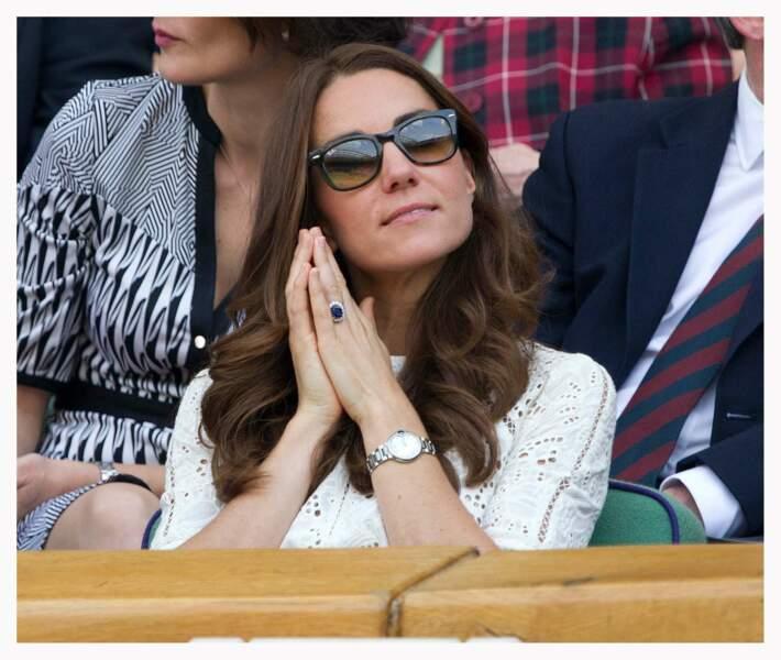 Le blanc, tenue de circonstance à Wimbledon, en version robe en dentelle pour Kate Middleton en 2014