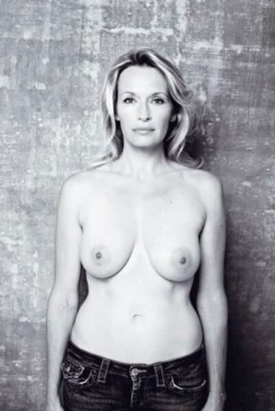 Estelle Lefébure, seins nus contre le cancer