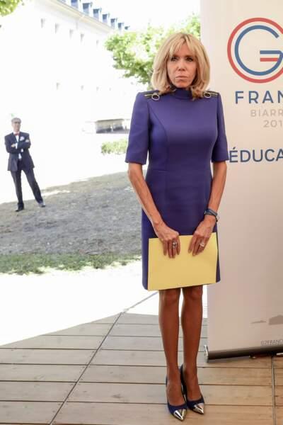 Sur les épaules de Brigitte Macron, un zip qui attire l'oeil