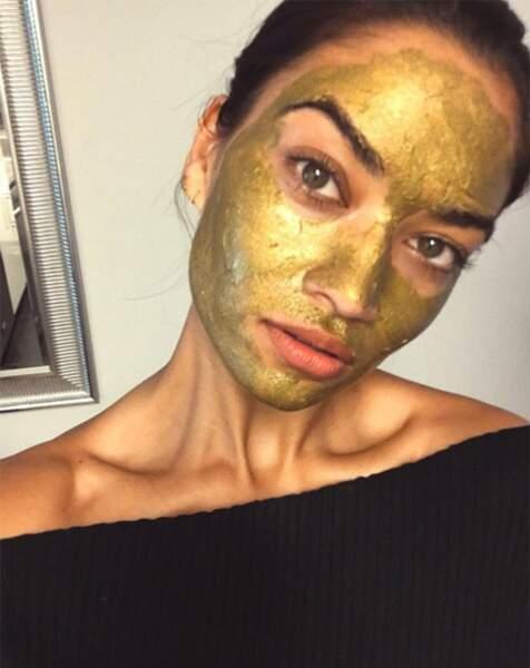 De l'or sinon rien pour le mannequin Shanina Shayk, le prix de ce plaisir ? 995 €, rien que ça.