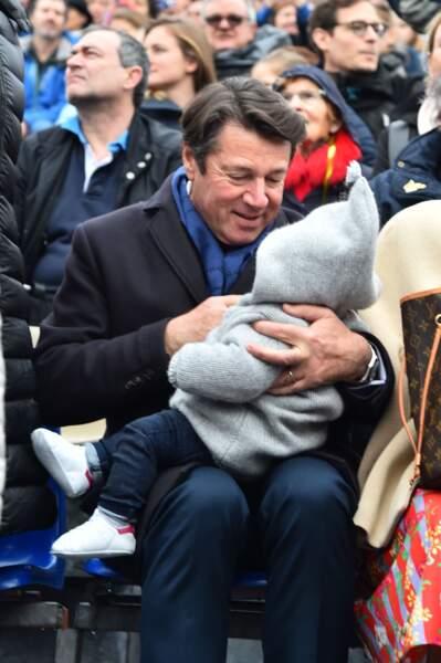 Moment de complicité entre le maire de Nice et sa fille de six mois