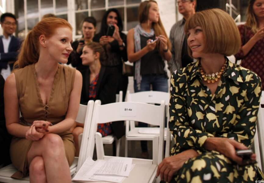 Anna Wintour initie Jessica Chastain à la mode lors du défilé Altuzarra