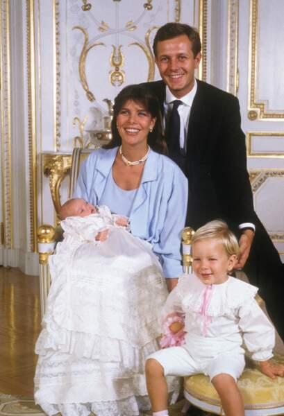 Caroline de Monaco, avec leur fils Andrea lors du baptême de Charlotte, le 21 septembre 1986 à Monaco