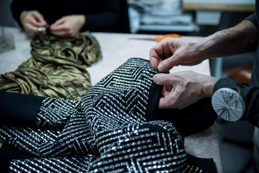 Le créateur a opté pour des matières riches et glamour : mousselines de soie, jersey, velours...