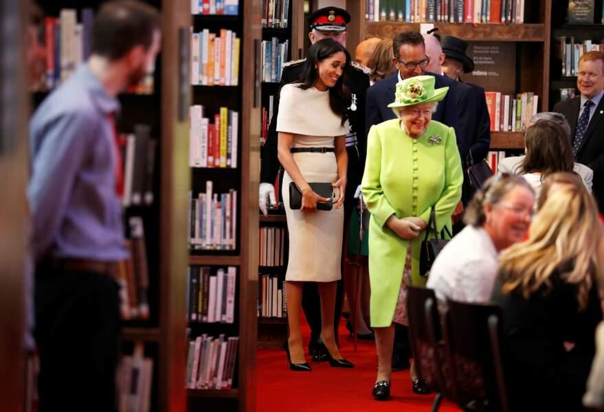 Meghan Markle tout en blanc à côté de la reine en vert