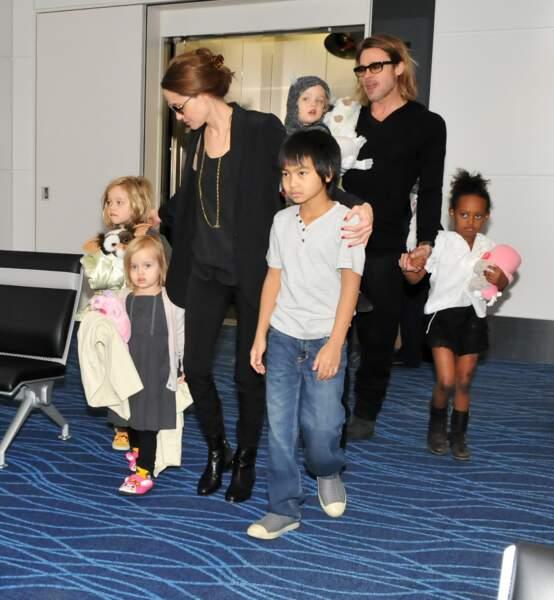 Brad Pitt, Angelina Jolie et leur famille au Japon en 2011