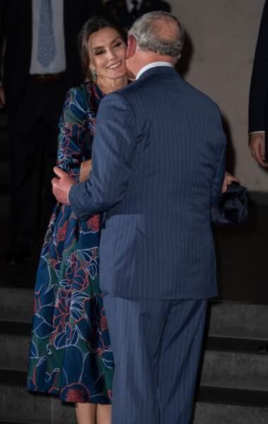 Le prince Charles a embrassé sur la joue la reine Letizia d'Espagne