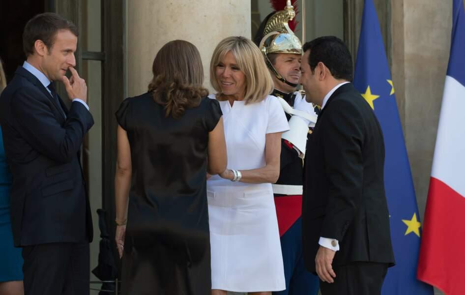 """Depuis le début du printemps, Brigitte Macron ne jure que par ce modèle """"Antarès"""""""