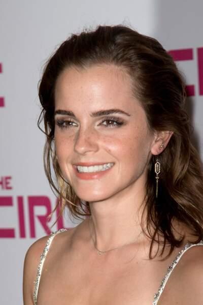 Emma Watson et ses jolies tâches de rousseur à l'UGC Normandie pour la première de son film The Circle