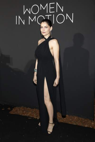 Laetitia Casta sublime en robe fendue