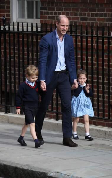Le Prince William très bien habillé pour aller voir son dernier fils Louis tout juste né