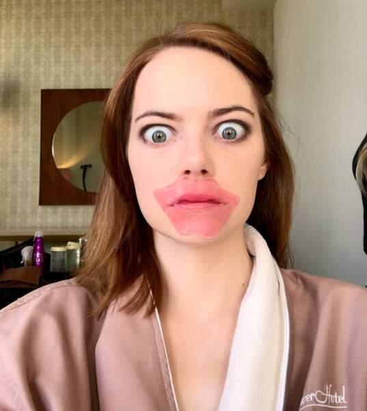 Pour Emma Stone c'est la version masque pour les lèvres qui gagne.