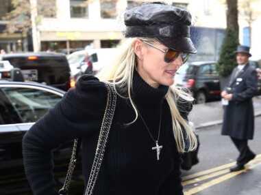 Laeticia Hallyday arbore un look très rock pour aller voir son avocat