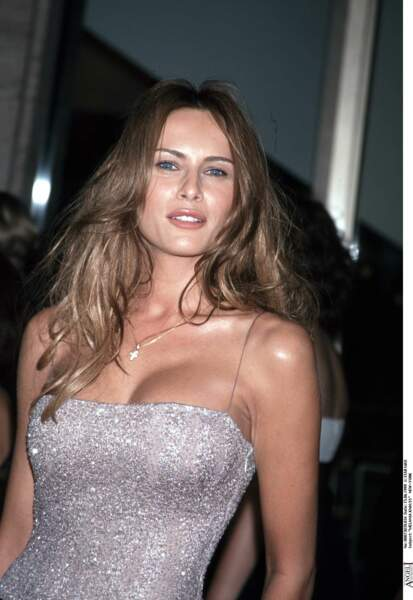 Melania Knauss, future épouse de Donald Trump, en 1999 à New York, très glamour en robes à strass.