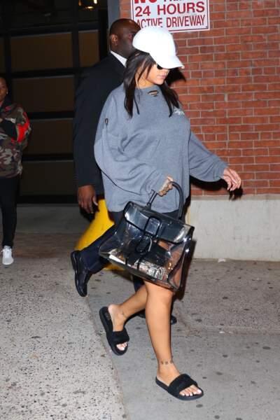 Le Plexi : Rihanna ne se passe plus de son sac transparent, la tendance de la saison.