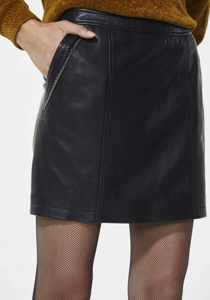 Lisse, jupe en cuir perlée, 245 € (Ikks).