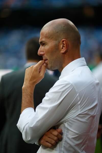 Zinédine Zidane, alors assistant coach du Real Madrid, au stade Bernabeu en août 2013