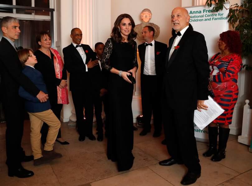 Kate Middleton sublime en robe noire longue et manches en dentelle signée Diane von Furstenberg