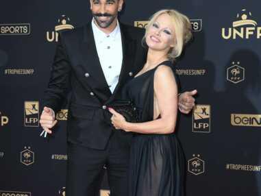 Pamela Anderson et Adil Rami, d'humeur romantique à Cannes