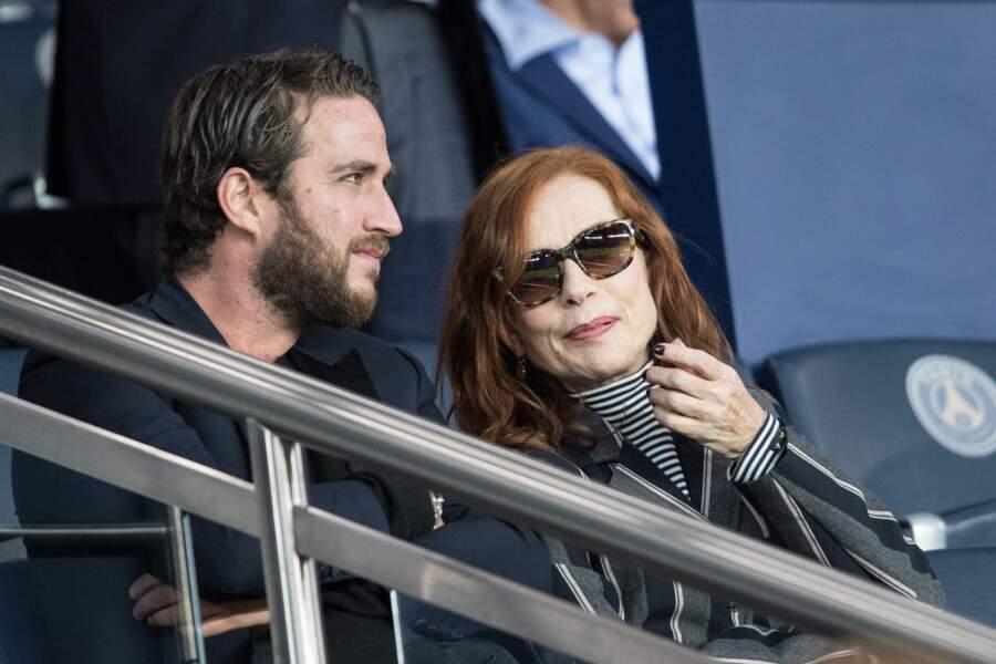 Isabelle Huppert et son fils assistaient au match qui opposait le Paris Saint-Germain au Real Madrid