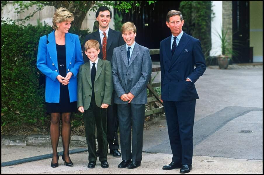 Charles et Diana avec le prince Harry et le prince William pour leur rentrée scolaire au college Eton en 1995