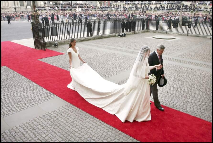 Kate Middleton accompagnée par son père et sa soeur Pipa lors de son mariage le 29 avril 2011 à Londres
