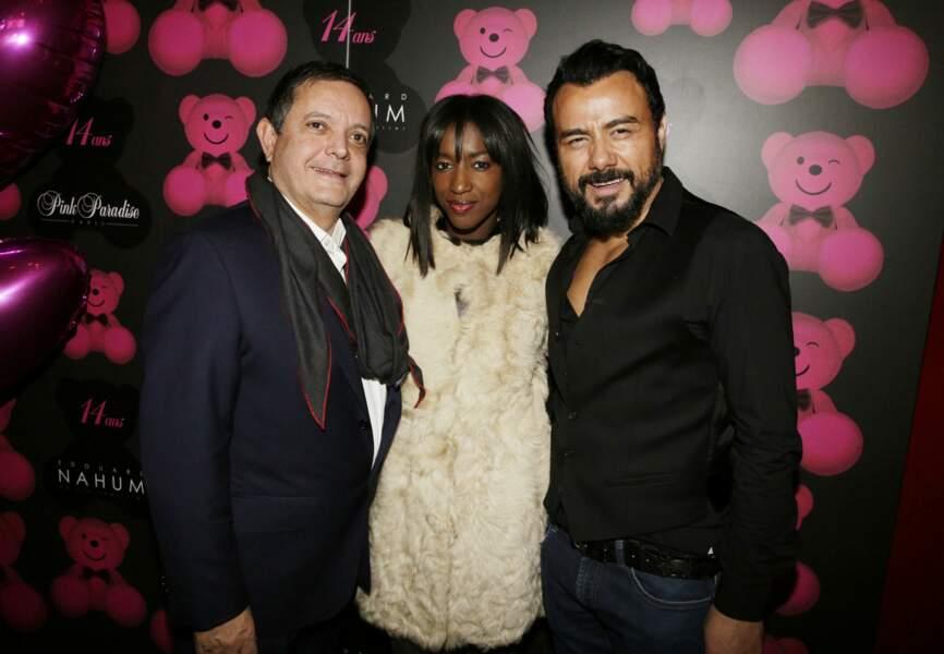 Hapsatou Sy entourée du joaillier Edouard Nahum et de Muratt Atik