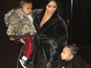 Kim Kardashian et sa fille North West, sortie famille en fourrure