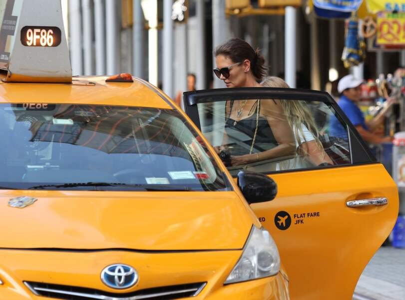 Katie Holmes trouve enfin un taxi à New York
