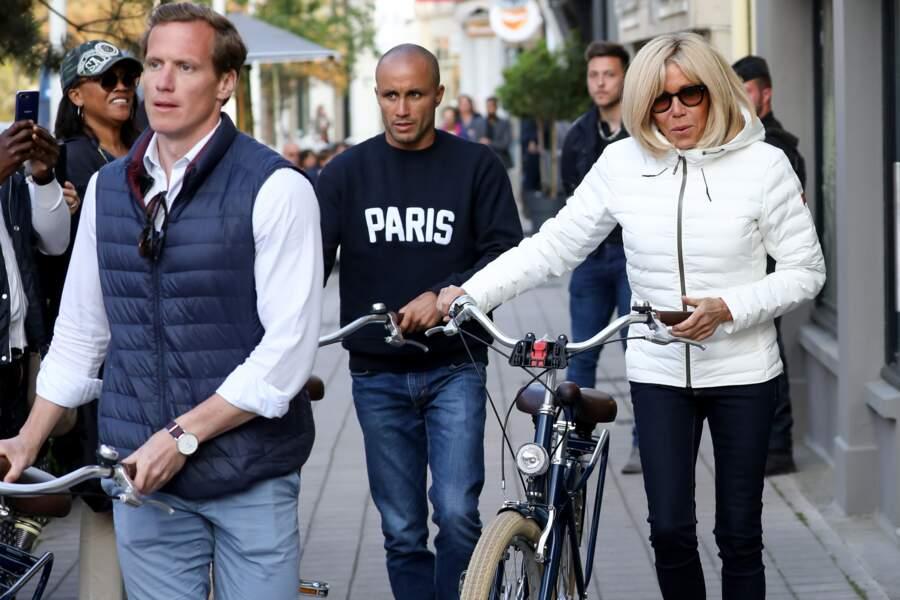 Ce même bodyguard accompagnait Brigitte Macron alors qu'elle faisait du vélo dans les rues du Touquet le 25 mai